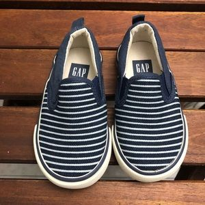 Toddler gap slip ons